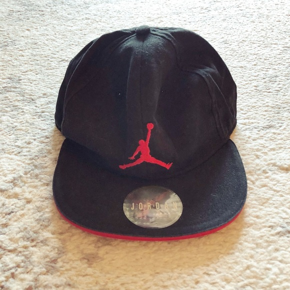 577b394e367df6 Black   red Youth Jordan basketball hat